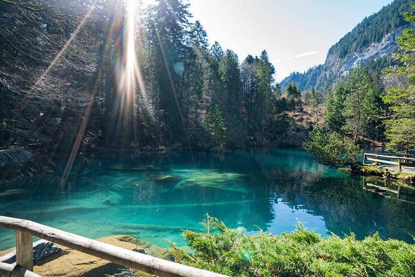 Blick auf den Blausee in der Schweiz