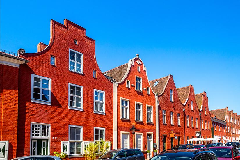 Rote Backsteinfassaden im Hollaendischen Viertel