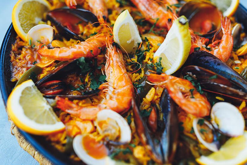Typisch spanische Paella