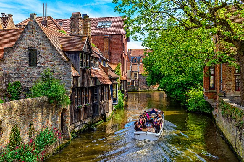 Bootsfahrt durch das historische Bruegge in Flandern