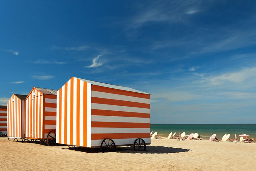 Strandkabinen an der Nordsee bei De Panne
