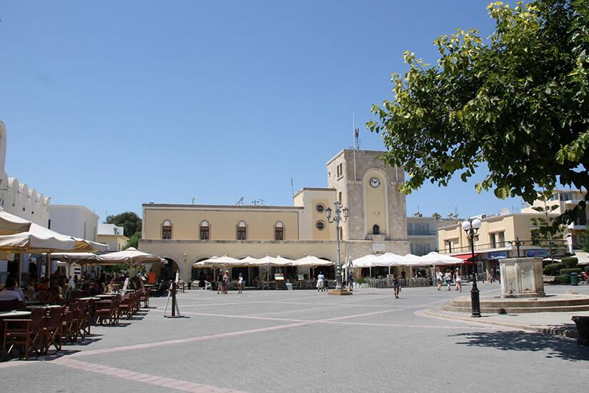 Marktplatz von Kos Stadt mit Cafes