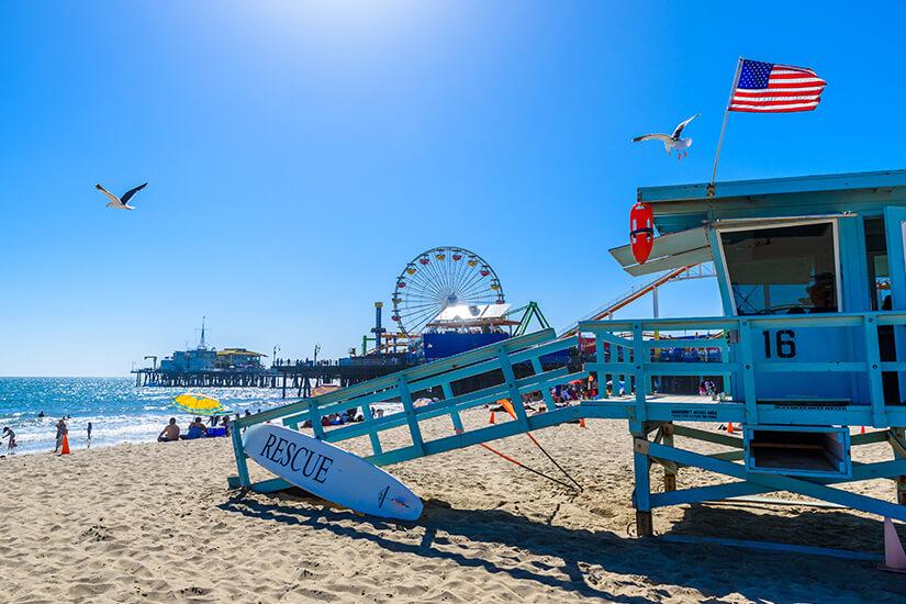 Blick auf den Pier am Santa Monica Beach