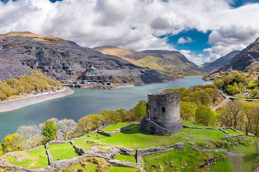 Dolbadarn Castle im Snowdonia Nationalpark in Wales