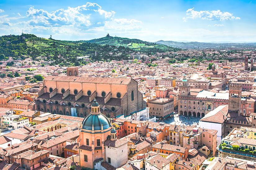 Blick auf die Altstadt von Bologna