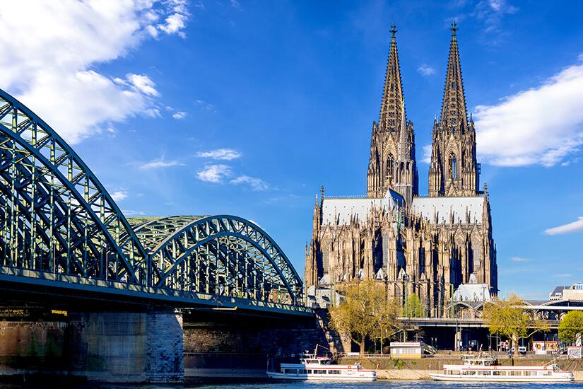 Blick auf Koelner Dom und Hohenzollernbruecke