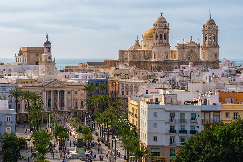 Kathedrale und Rathaus von Cadiz