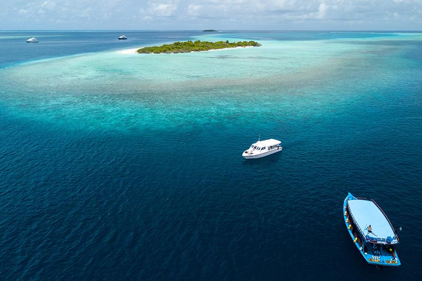 Baa Atoll mit Booten