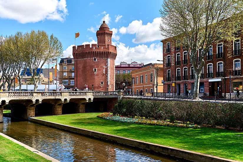 Kanal und Schloss in Perpignan