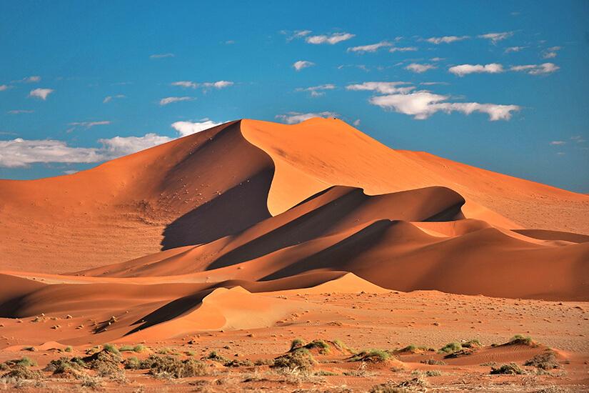 Rote Duenen in der Namib-Wueste