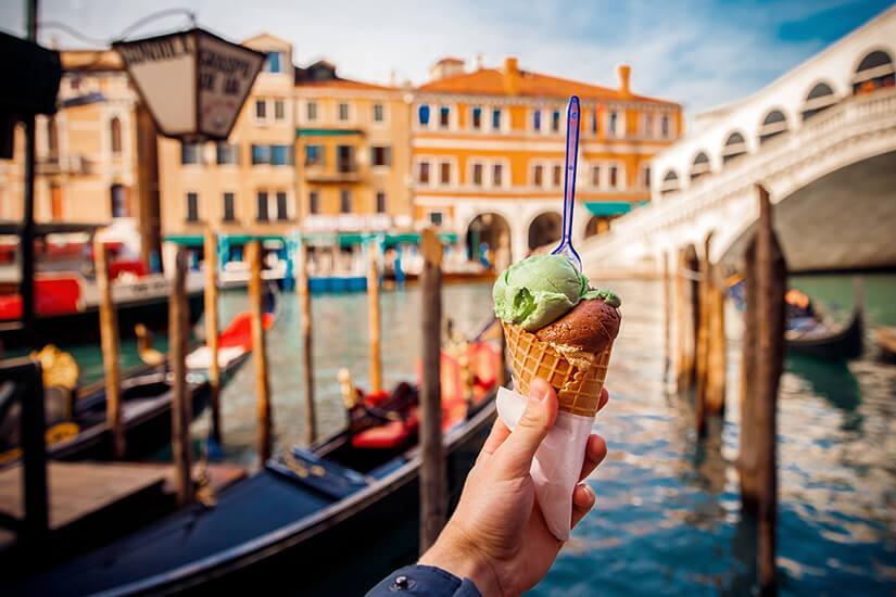 Eis essen in der Lagunenstadt