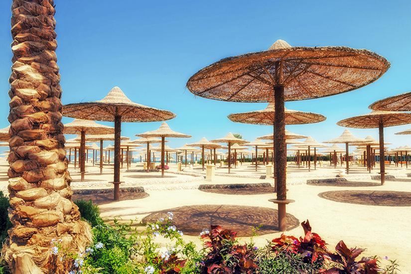 Sonnenschirme und Strand in Hurghada