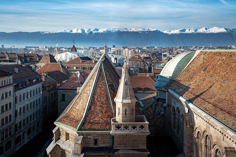 St. Pierre Kathedrale und Schweizer Alpen