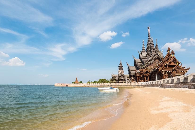 Prasat Sut Ja-Tum am Strand von Pattaya