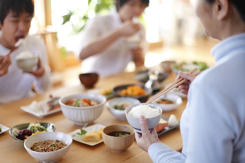 Japanisch essen in Gesellschaft