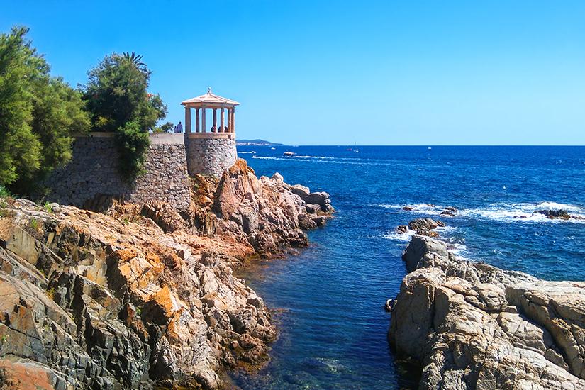 Klippen an der Costa Brava bei Girona