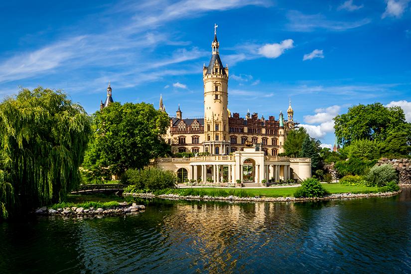 Imposantes Schweriner Schloss am See