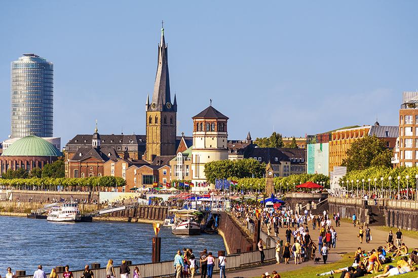 Spaziergang an der Rheinpromenade