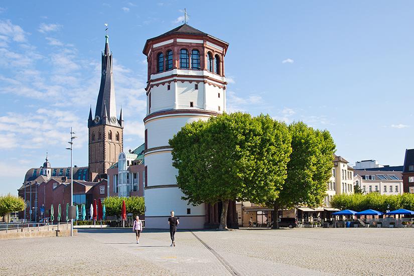 Unterwegs am Schlossturm in Duesseldorf
