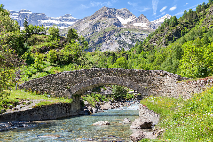 Bruecke ueber dem Gave de Gavarnie Fluss