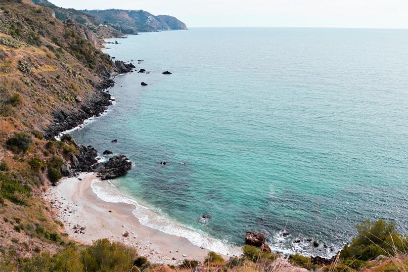 Playa Maro an der Costa del Sol
