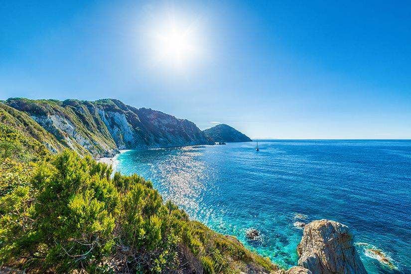 Kueste vor der Insel Elba