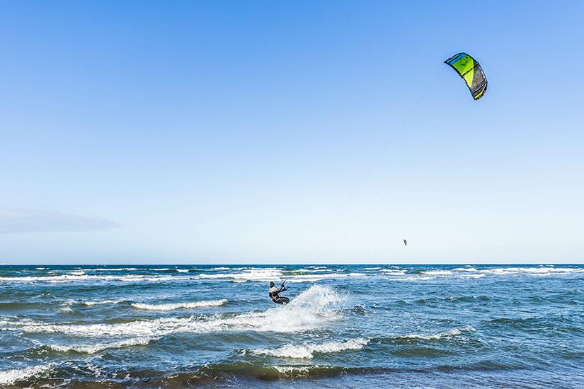 Surfen im Sommer in Warnemuende