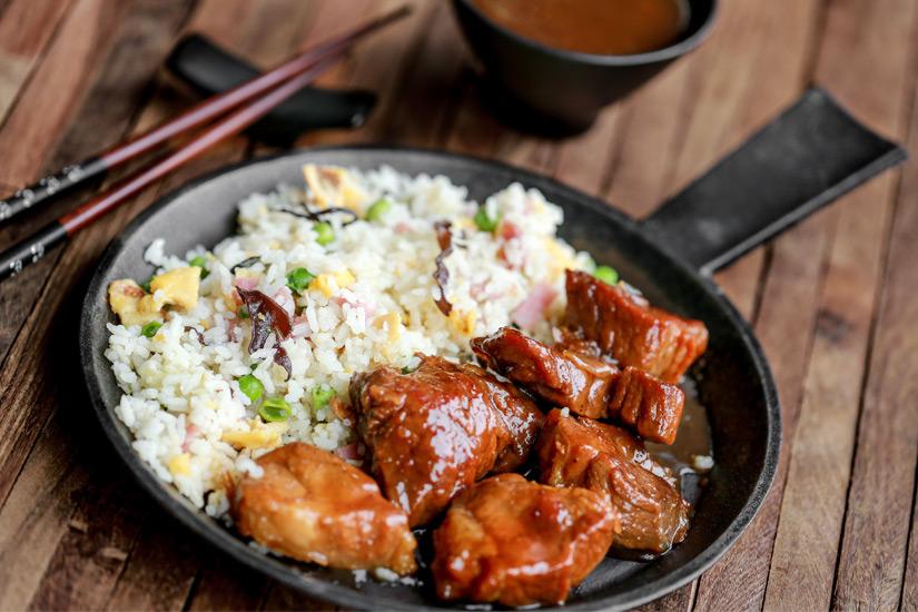 Karamellisiertes Schweinefleisch mit Reis