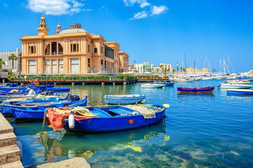 Alter-Hafen-und Margharita-Theater-Bari