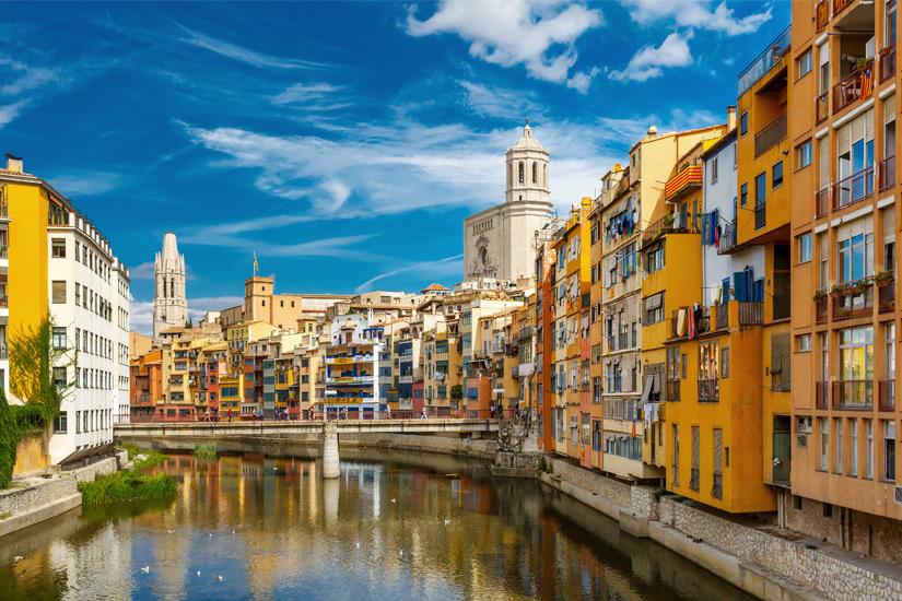 Bunte Haeuser in Girona