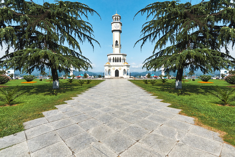 Chacha Tower im Miracle Park von Batumi