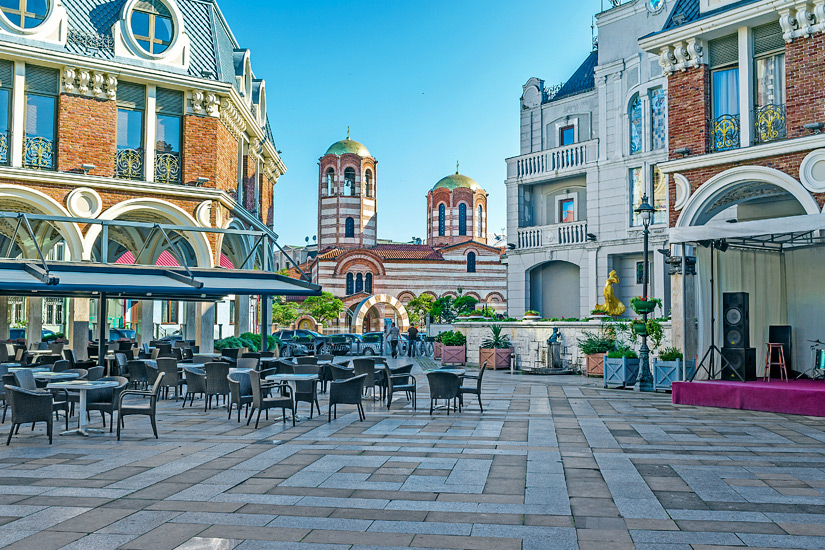 Cafes auf der Piazza von Batumi