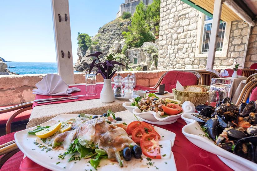 Meeresfruechte und Fisch essen in Dubrovnik