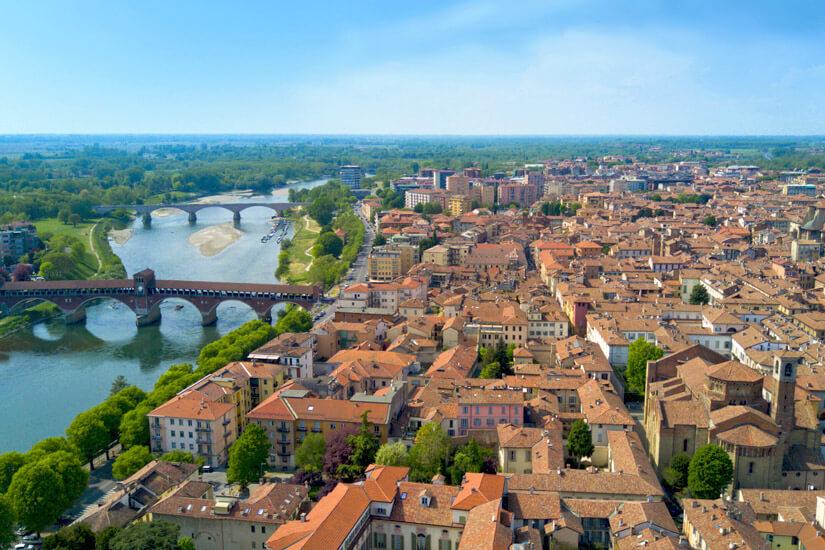 Blick auf Pavia am Tessin