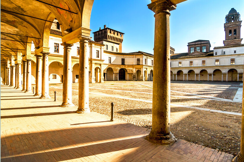 Innenhof des Palazzo Ducale