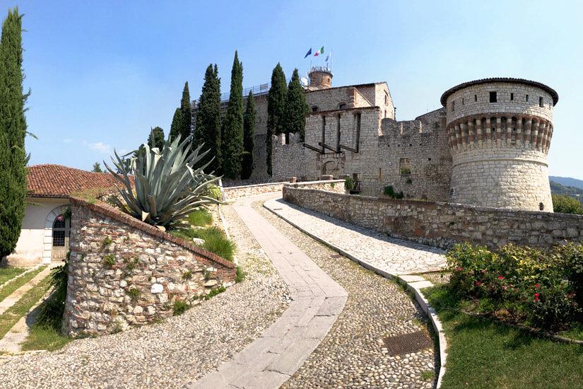 Weg zum Castello di Brescia