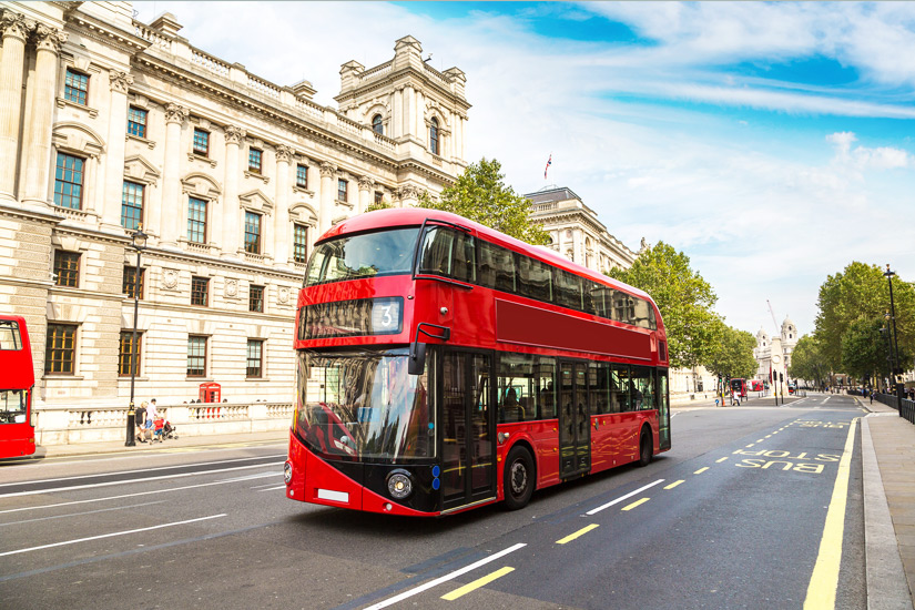 Einer der typischen Doppeldeckerbusse in London