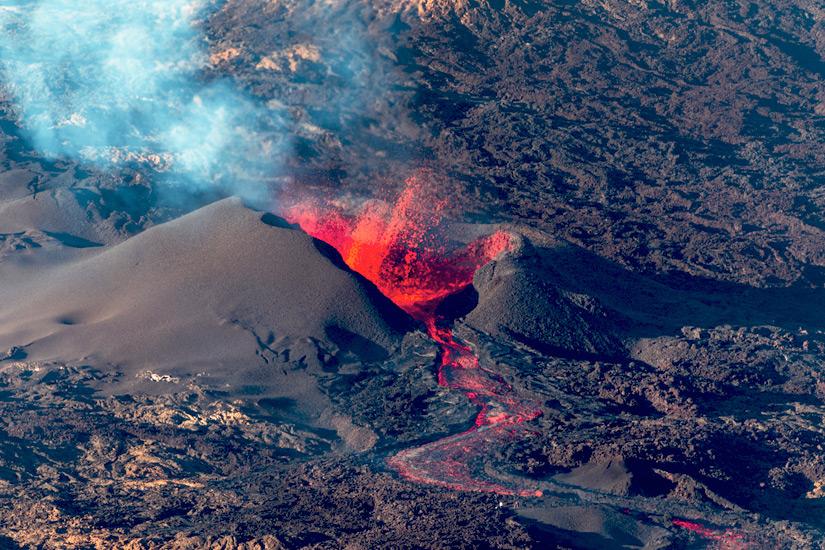 Der Piton de La Fournaise speit Lava