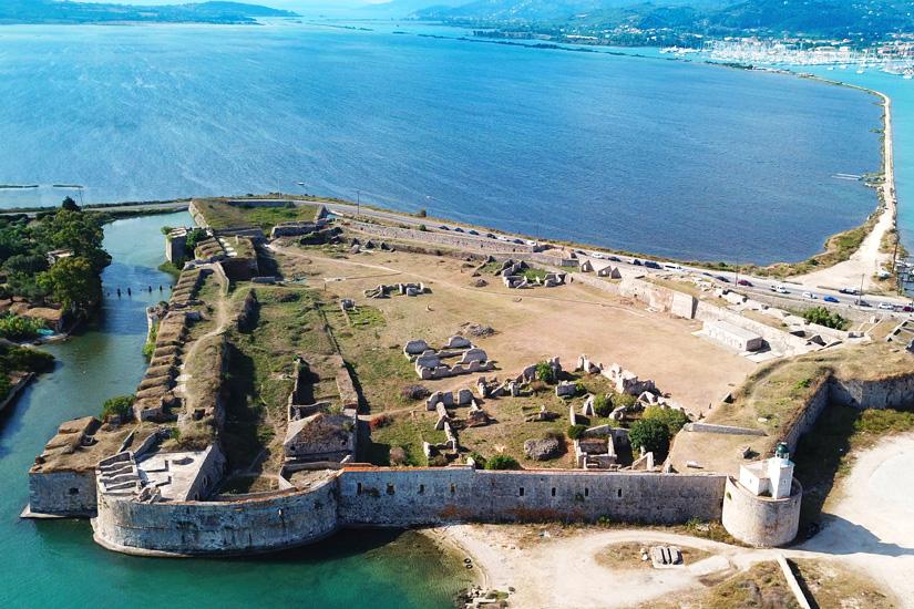 Ruine der Burg Agia Mavra