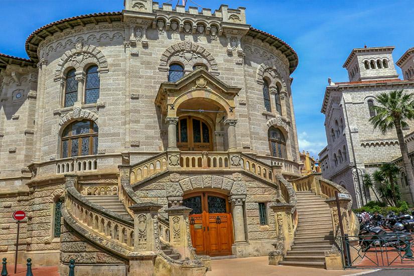 Treppe zum Justizpalast