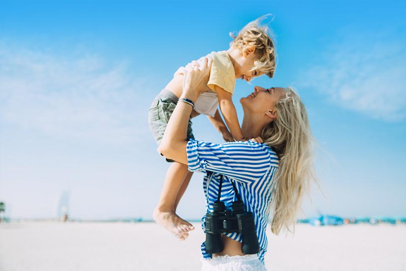 Mutter-Kind-Strand-Dubai