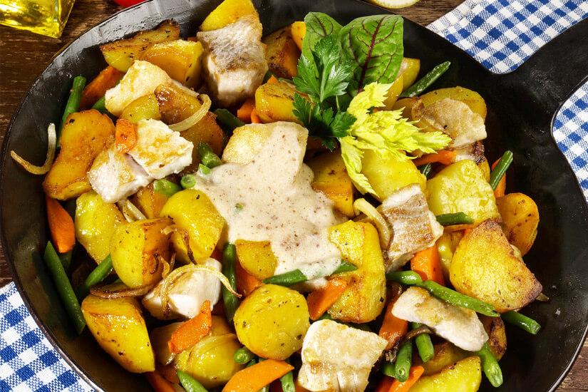 Pannfisch mit Kartoffeln und Senfsoße
