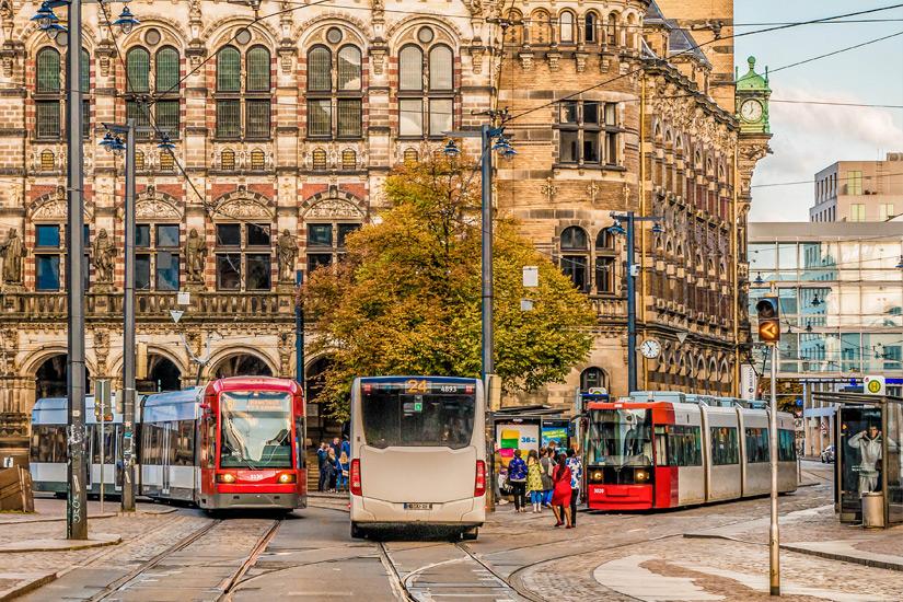 Bus und Bahnen am Landgericht