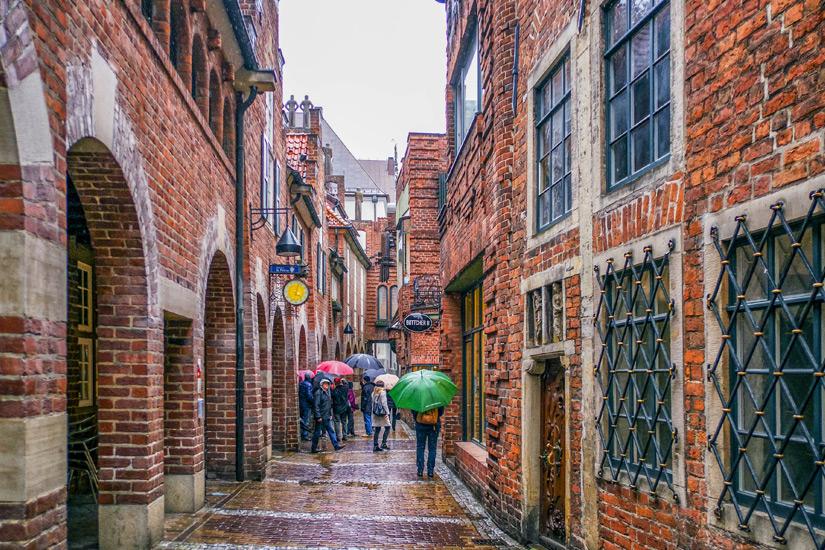 Die Boettcherstrasse auch bei Regen sehenswert