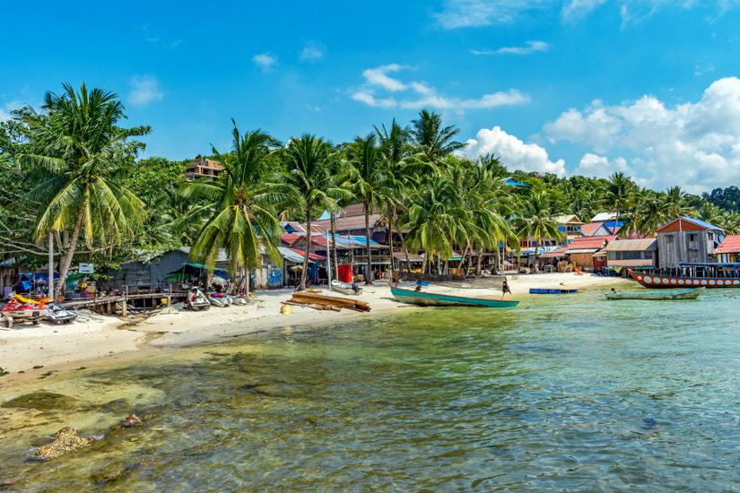Der belebte Strand Koh Tui