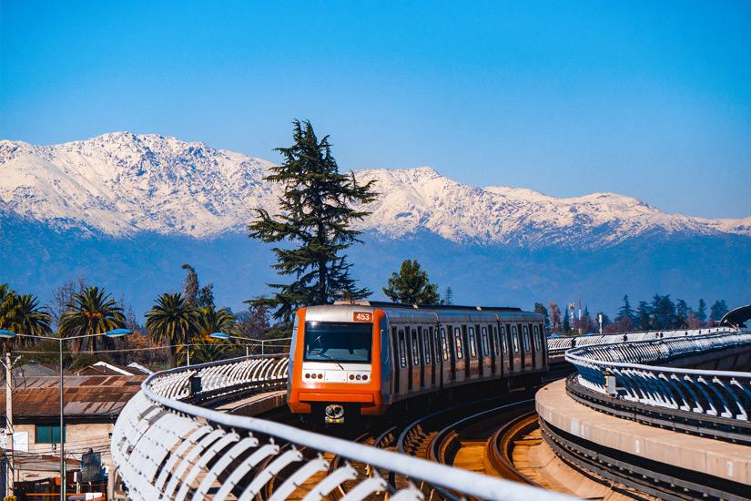 Bergpanorama waehrend der Metrofahrt