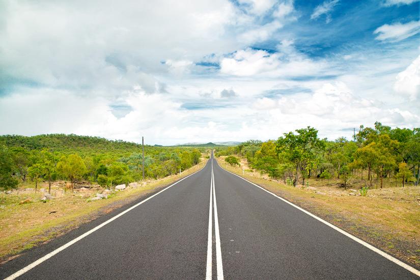 Straße-durchs-Outback-von-Queensland