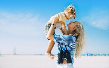 Dubai-Strand-Familie
