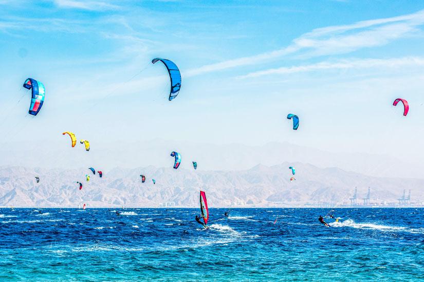 Surfen-an-der-Küste-vor-Eilat