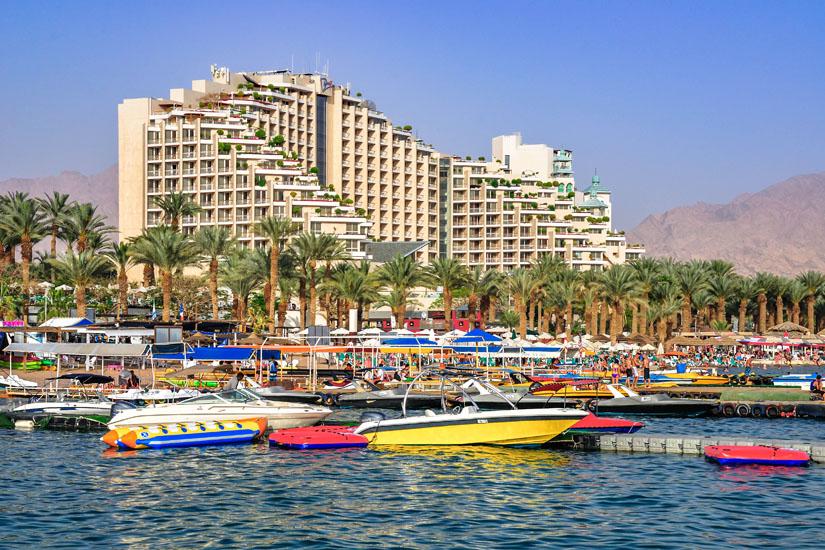 Terrassenartig-angelegtes-Hotel-in-Eilat